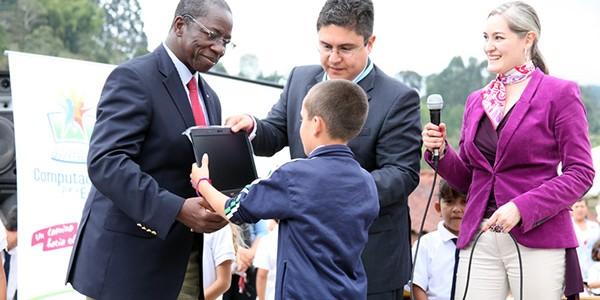 Colombia gana premio mundial por su modelo de acceso a las TIC y al conocimiento